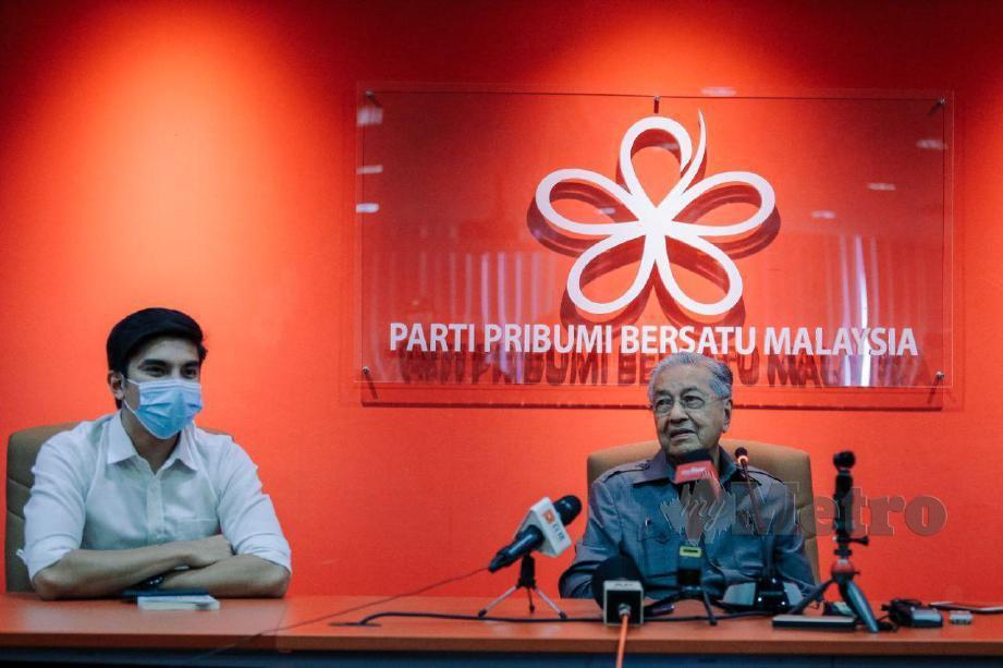 DR Mahathir pada sidang media di Ibu Pejabat Bersatu di Menara Yayasan Selangor, Petaling Jaya. FOTO Asyraf Hamzah